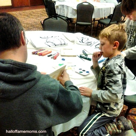 kids' crafts at Castaway Bay Indoor Waterpark Resort