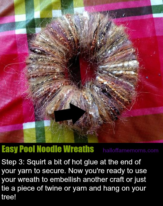 Easy #diy Christmas ornament: pool noodle wreath