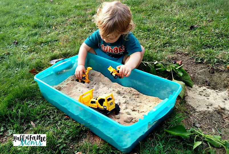 DIY Cheap & Easy Portable Sandbox for Traveling or Indoors