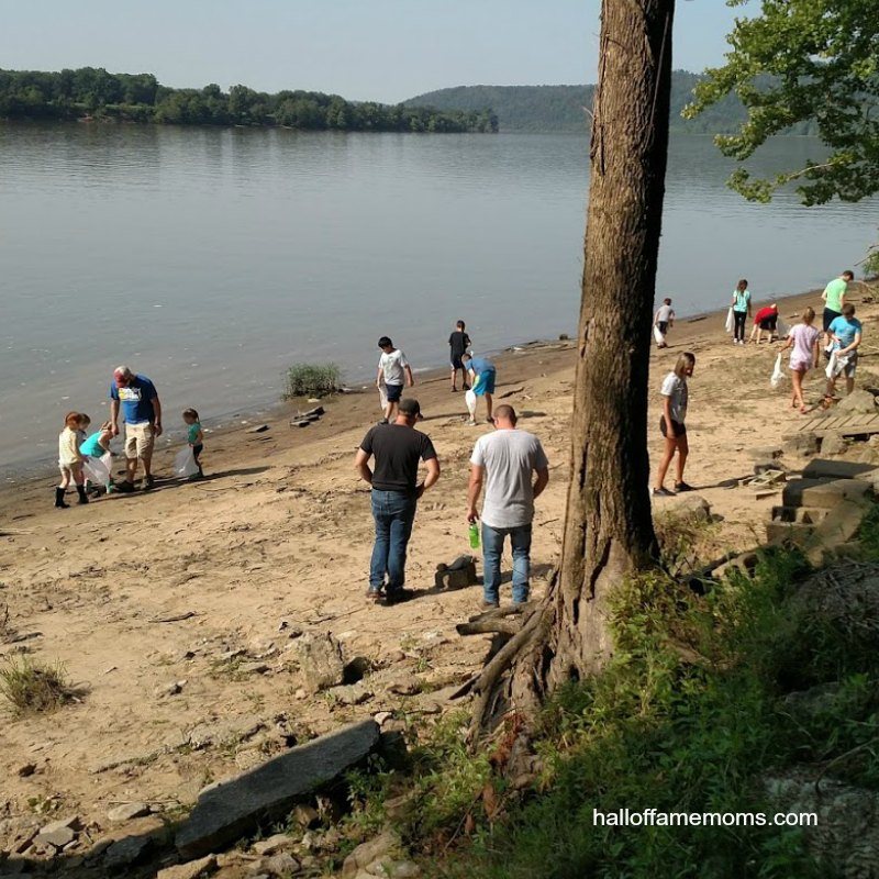 Kids artifact hunt on Ohio River Manchester